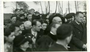 la foule en forêt, 1946