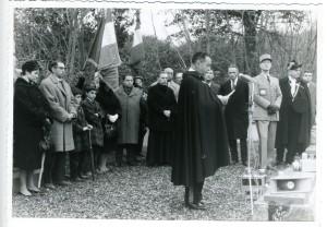 Au fond, les deux petits-fils de François Verdier, à gauche son fils Jacques et sa fille Françoise. à droite l'abbé Raymondis