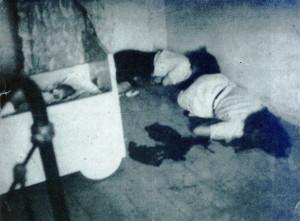 Famille Saffon Photographie prise clandestinement par le sous-préfet de Haute-Garonne le soir du drame et produite comme preuve au procès du Nuremberg en 1945.