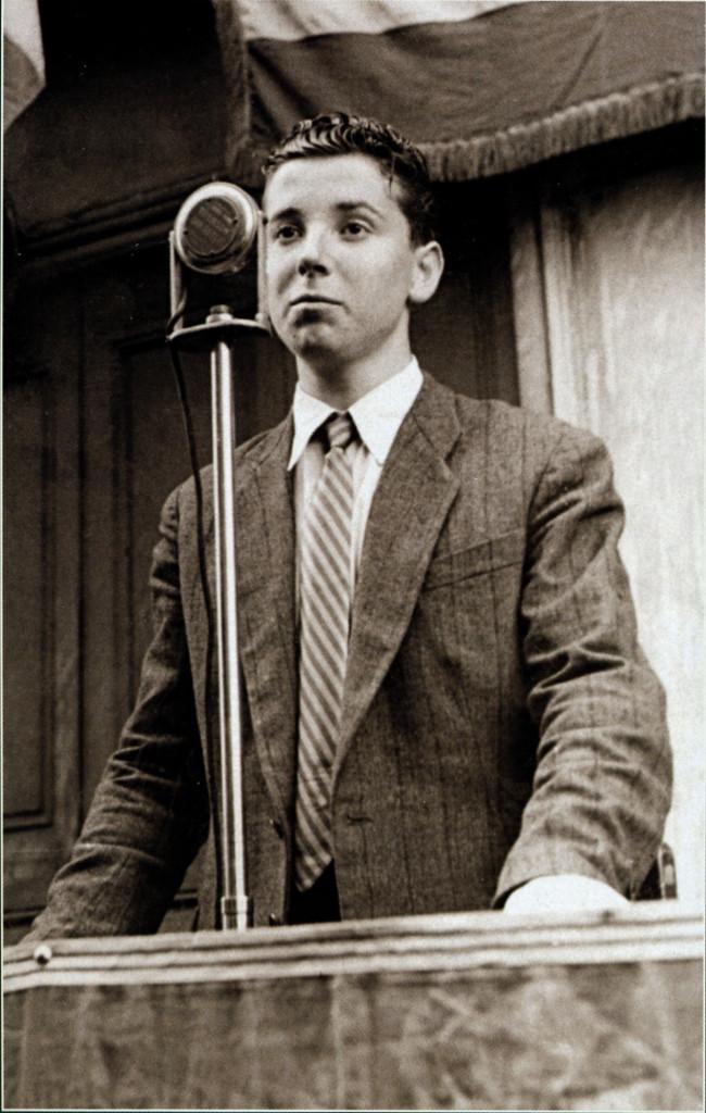 Georges Seguy en octobre 1945 pour l'inauguration de la plaque sur la façade de l'imprimerie, rue Croix-Baragnon. © Institut d'histoire sociale de la CGT