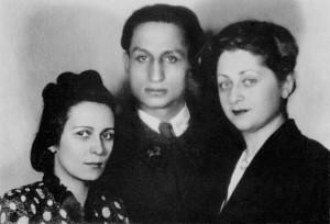 Ariadna, Dovid et leur amie de longue date Eva Kirchner, Paris, février-mars 1940 http://www.wikiwand.com/fr/Ariadna_Scriabina